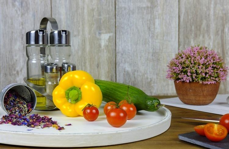 Kwiaty w kuchni – jak wykorzystać je z fantazją i pomysłem?