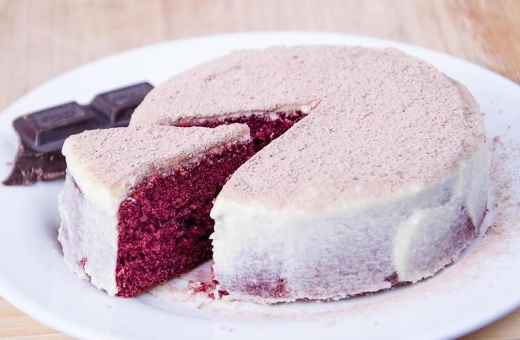 Jak pokryć tort masą cukrową?